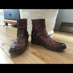 Frye leather boots W8